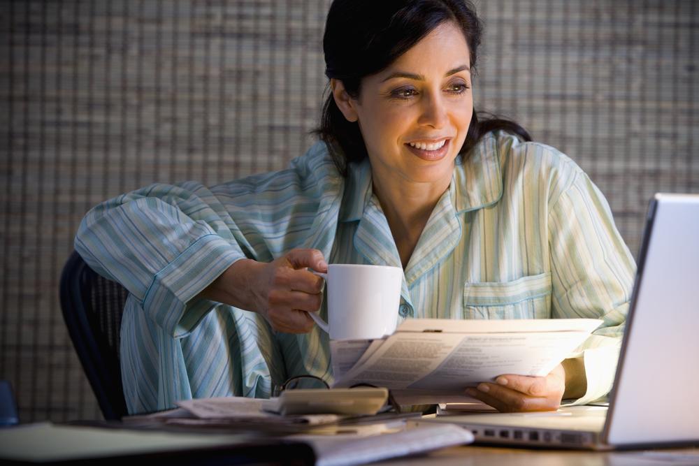 женщина в пижаме фото