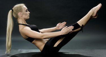 6 упражнений для упругой попы от фитнес-модели