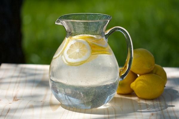 теплая вода с лимоном фото