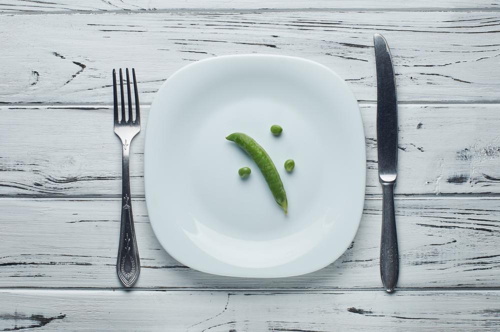 мало еды на тарелке