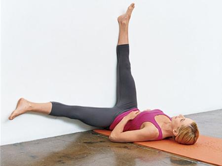 статические упражнения у стены