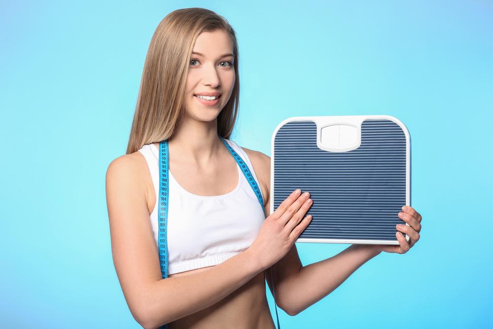девушка и весы